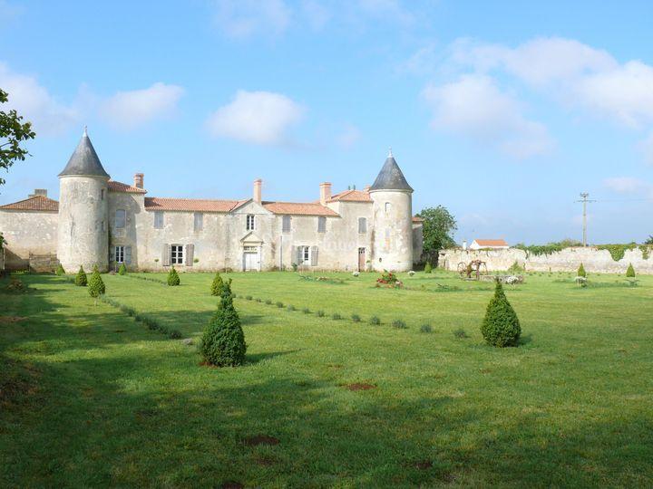 Le jardin à la française sur Château de la Chevallerie