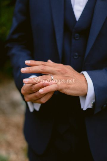 Détails la bague du marié