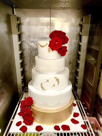 Wedding cake glam