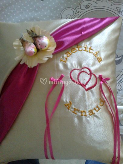 Coussin mariage beige / fushia
