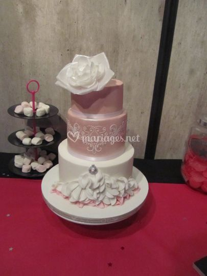 Wedding cake - ~40p