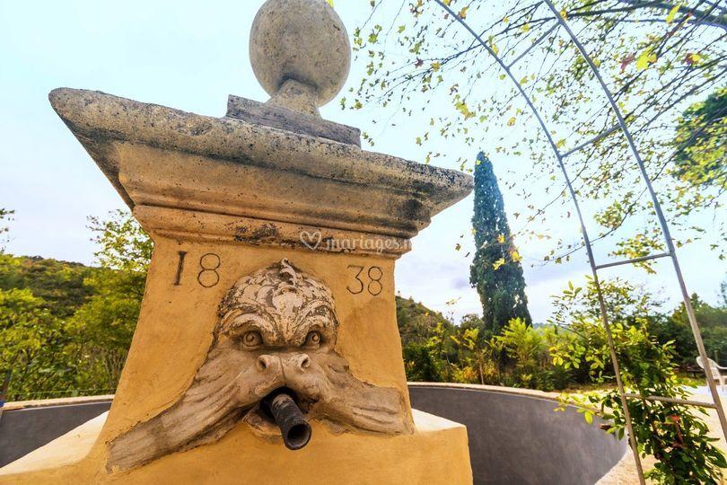 La fontaine et son bassin