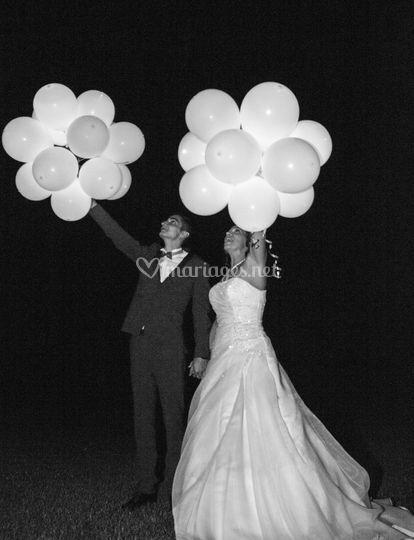 Grappe ballons lumineux mariés