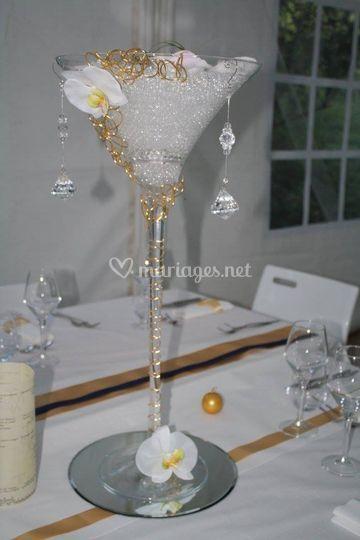 Vase martini sur tables mariés