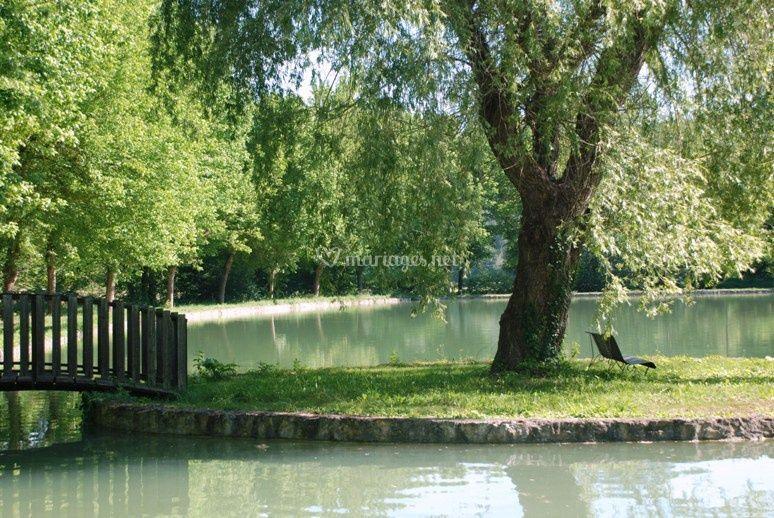 Le Moulin de Surier, le lac et son Ile