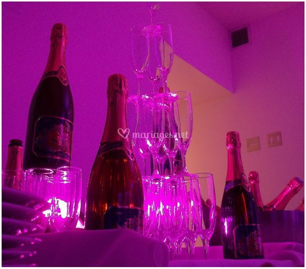 Cascade de champagne fuschia