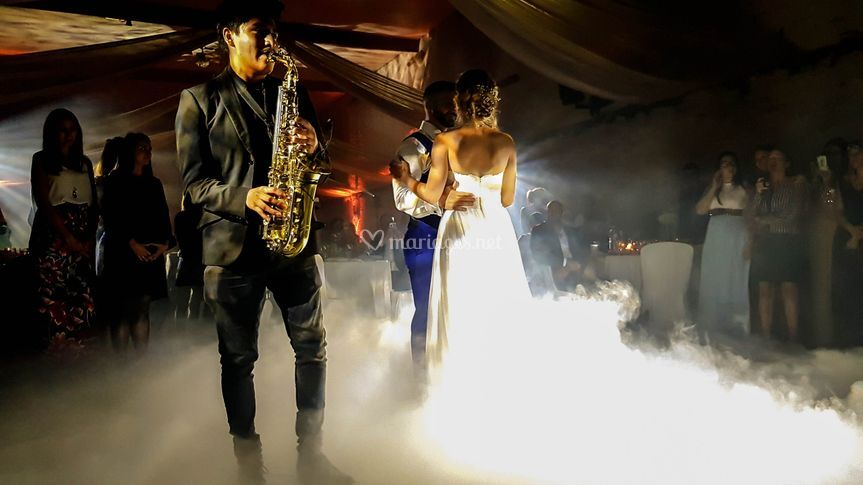 Saxophoniste + Nuage + Ouv Bal