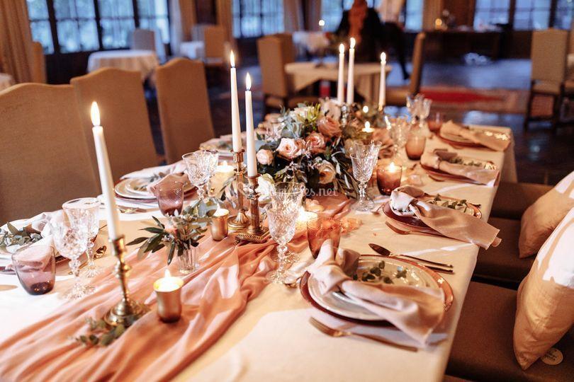 Superbe table rose