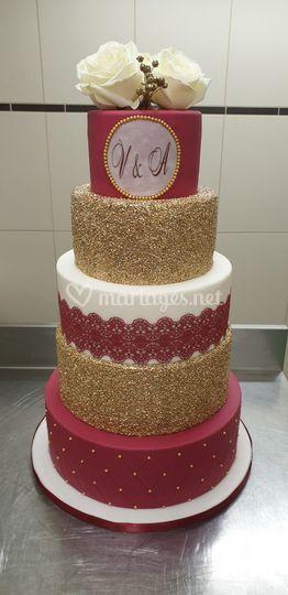 Wedding cake bordeaux et or