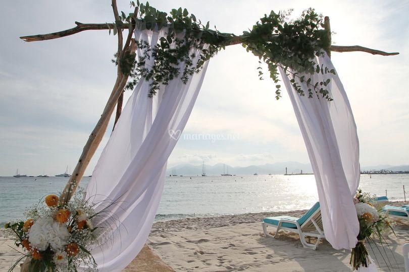 Arche sur la plage