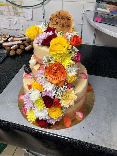 Weeding cake floral