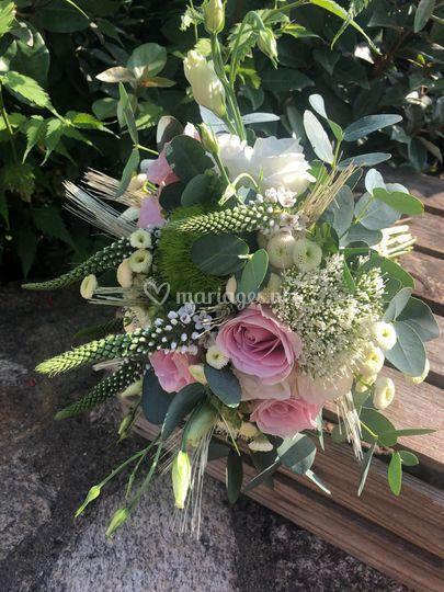 Bouquet champêtre mariee