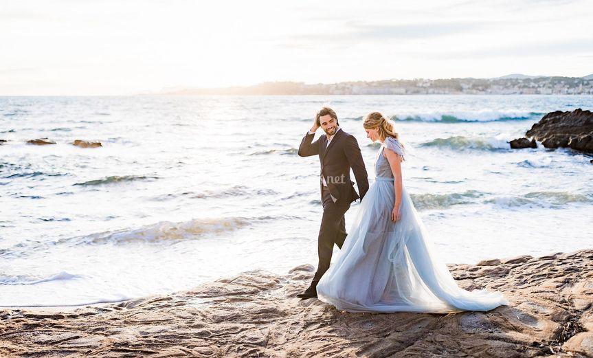 Les mariés en bord de mer