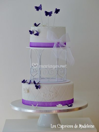 Wedding cake papillons violet