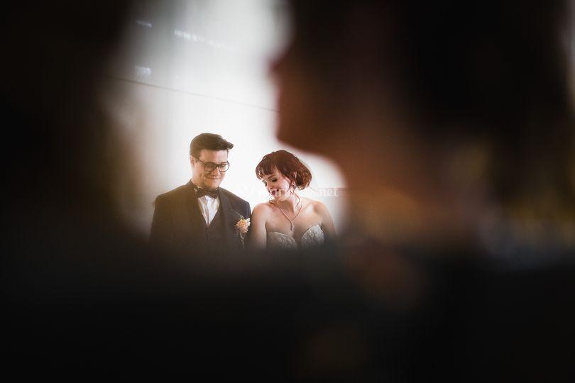 Jeunes mariés attendris