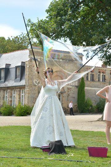 La mariée qui fait des bulles
