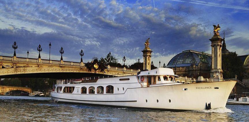 Yacht de luxe avec Motor Yacht