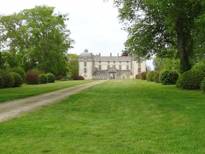 Château vue allée d'honneur