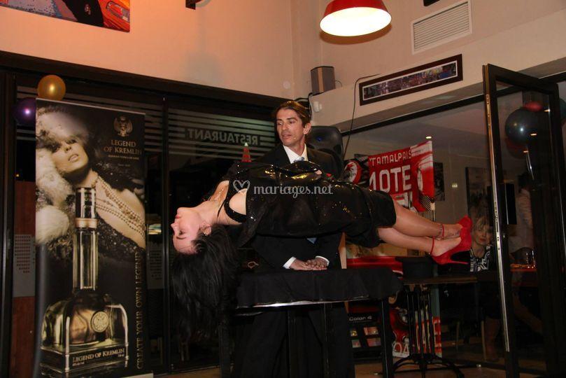Levition en close-up magicien
