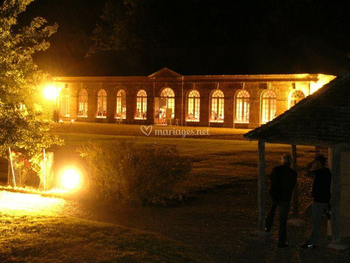 Orangerie extérieure de nuit