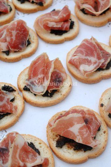Toast olives confites et coppa
