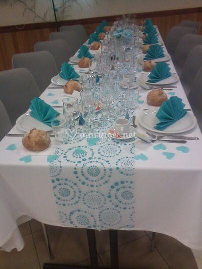 Bleu turquoise et blanc