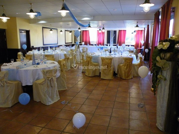 Mariage bleu tables rondes