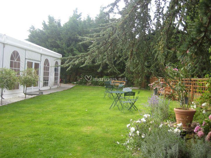 Jardin côté chapiteau
