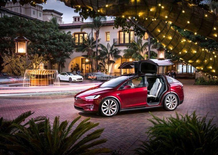 Tesla X rouge