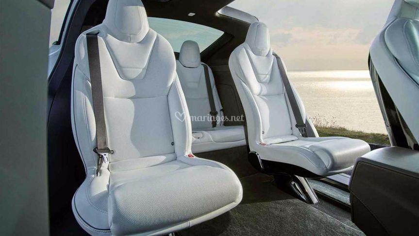 Tesla X intérieur blanc