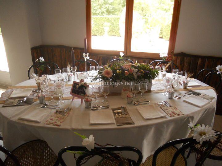Table décorée pour les mariés