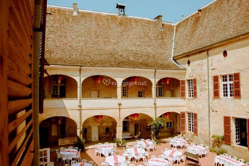 Château de Varennes, cour
