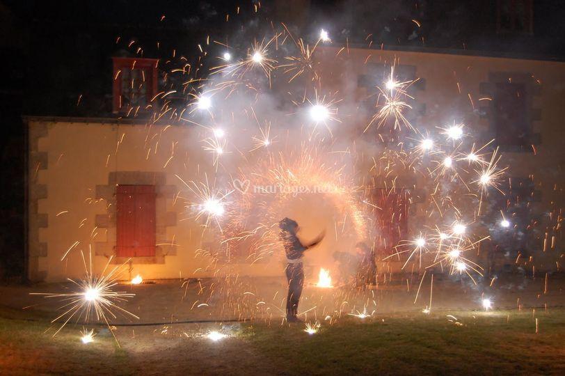 Le traditionnel feux d'artifice, livré avet tous nos chapiteaux.