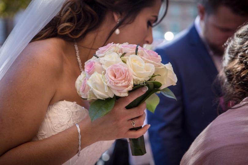 La mariée bouquet de roses