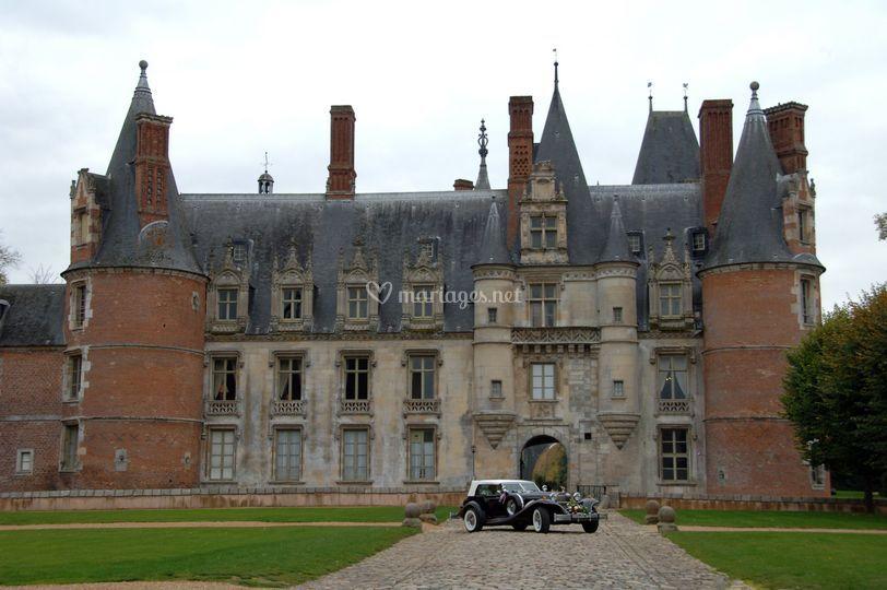 Voiture au château