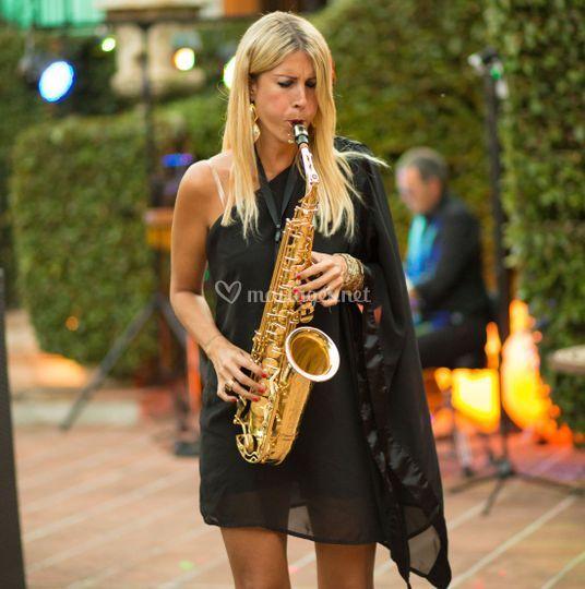 Chanteuse saxophoniste