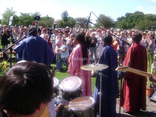Gospel Bayina Tribe en public