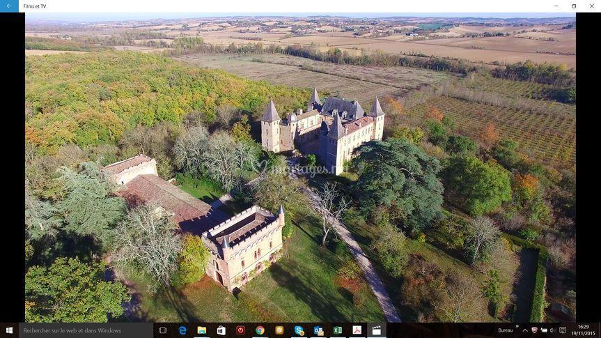 Vue aérienne ensemble sur Château de Caumont