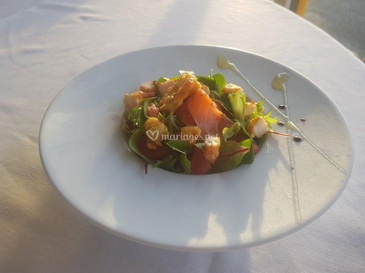 Salade de crudités et saumon
