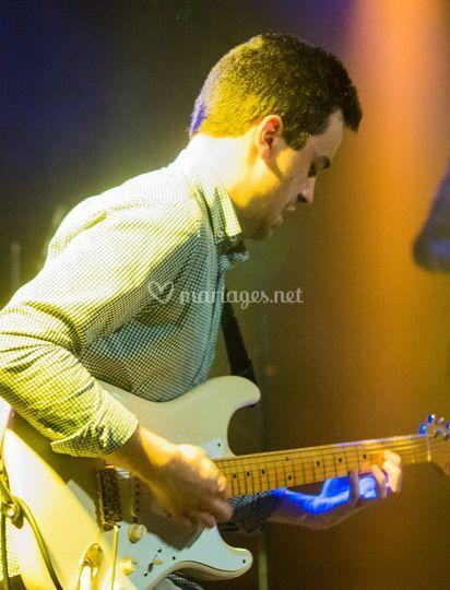 Une guitare...