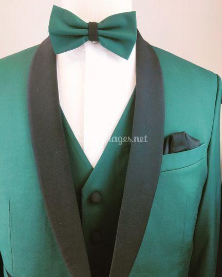 Costume en vert avec col châle