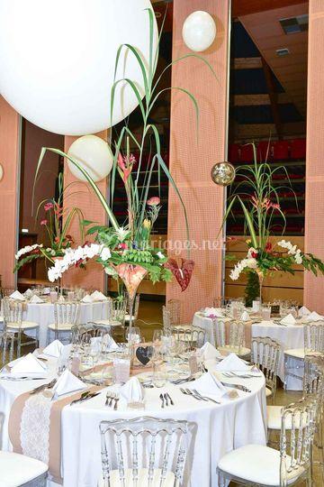 Décor de table dans des vases