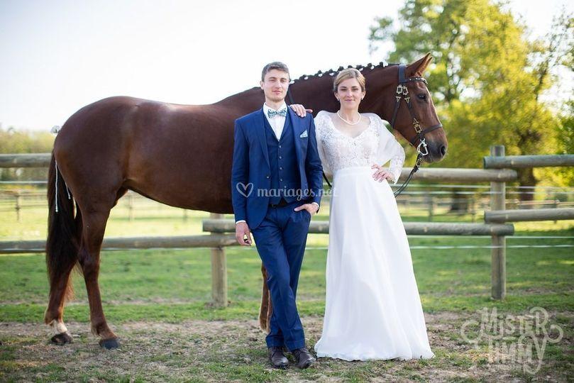Photo de couple avec cheval