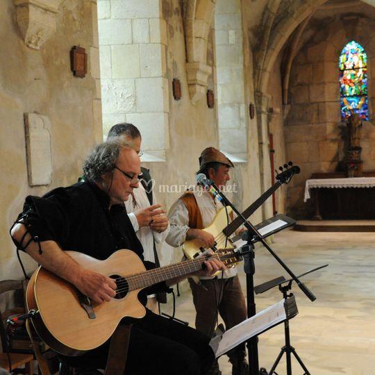 Serge, paul et manu à l'église