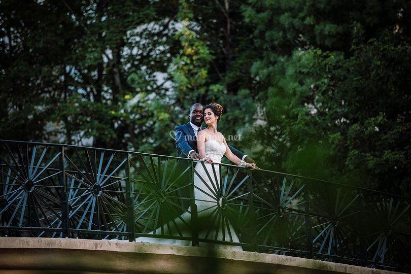 Couple sur la passerelle