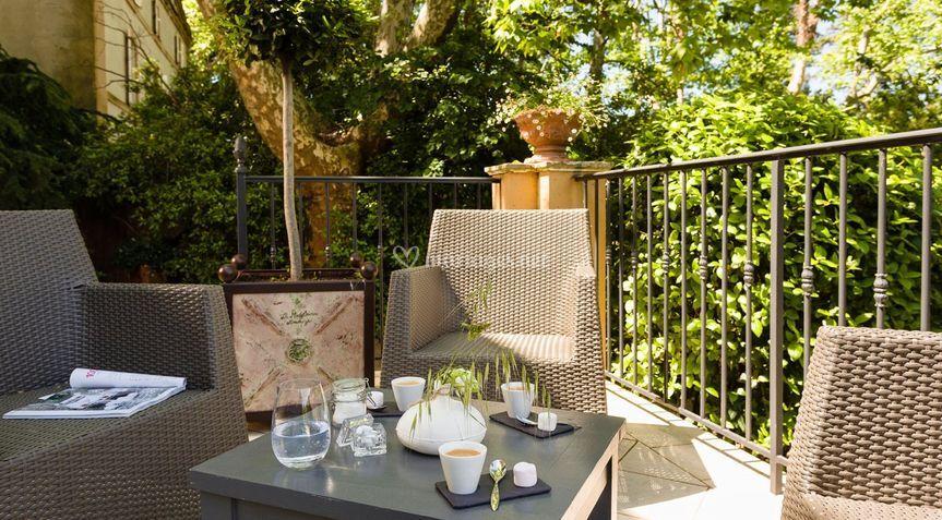 les salons terrasse de la magnanerie de saint isidore. Black Bedroom Furniture Sets. Home Design Ideas