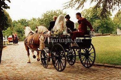 Les mariés en calèche