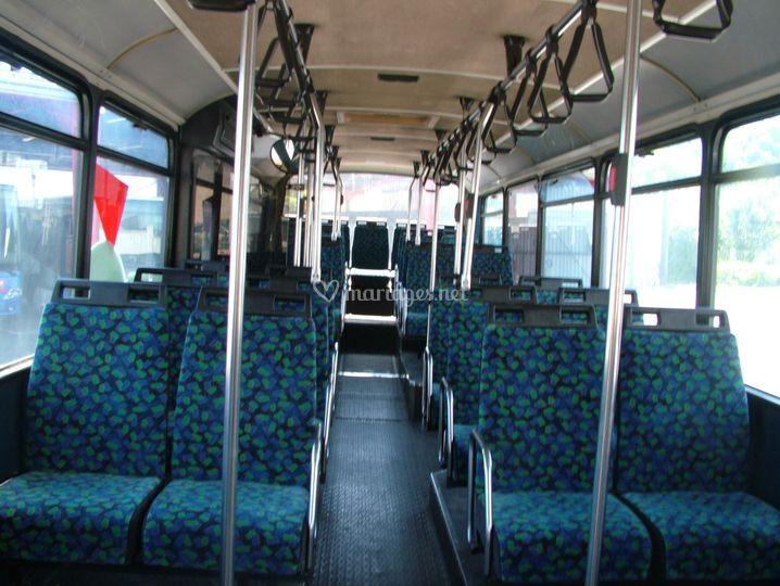 Intérieur du bus vue d'ensemble