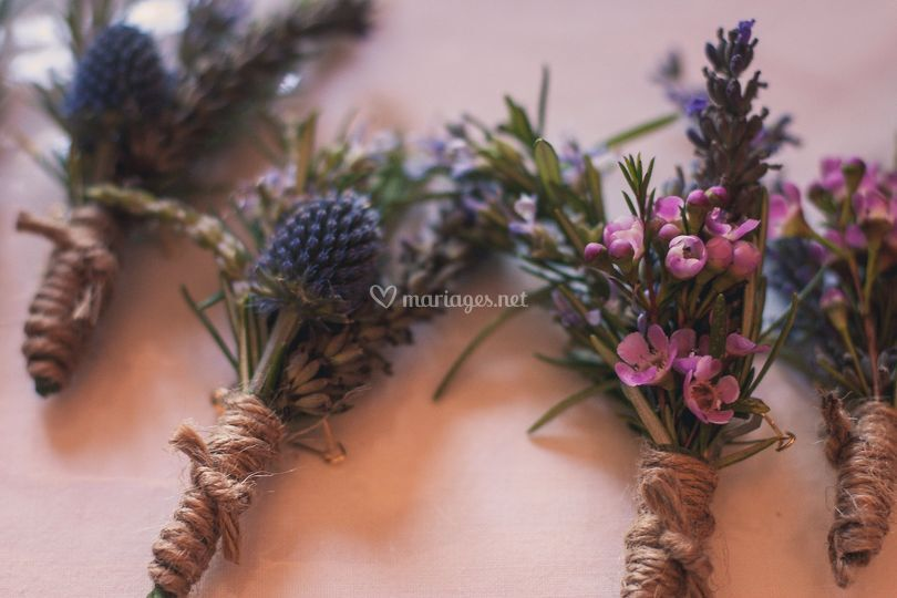 Boutonnieres Buzzy Bee
