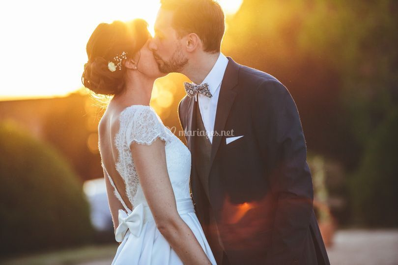 Mariés au couché du soleil